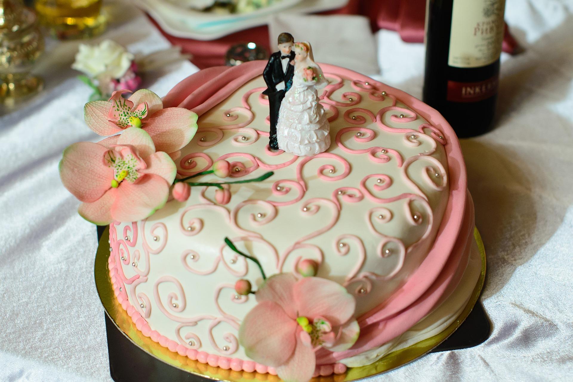 Sladká povinnost, které se při svatbě nevyhnete